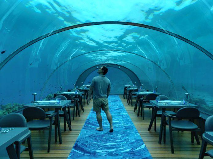 Maldives 5.8 undersea restaurant